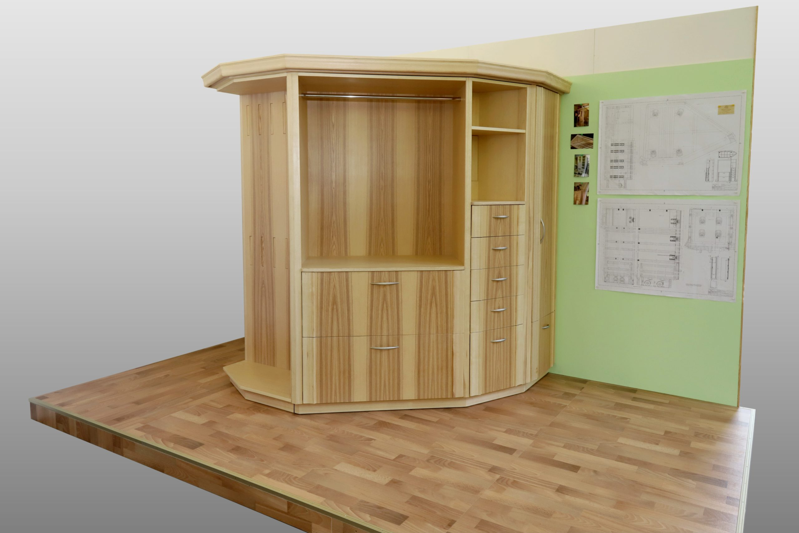 Garderoberschrank 6