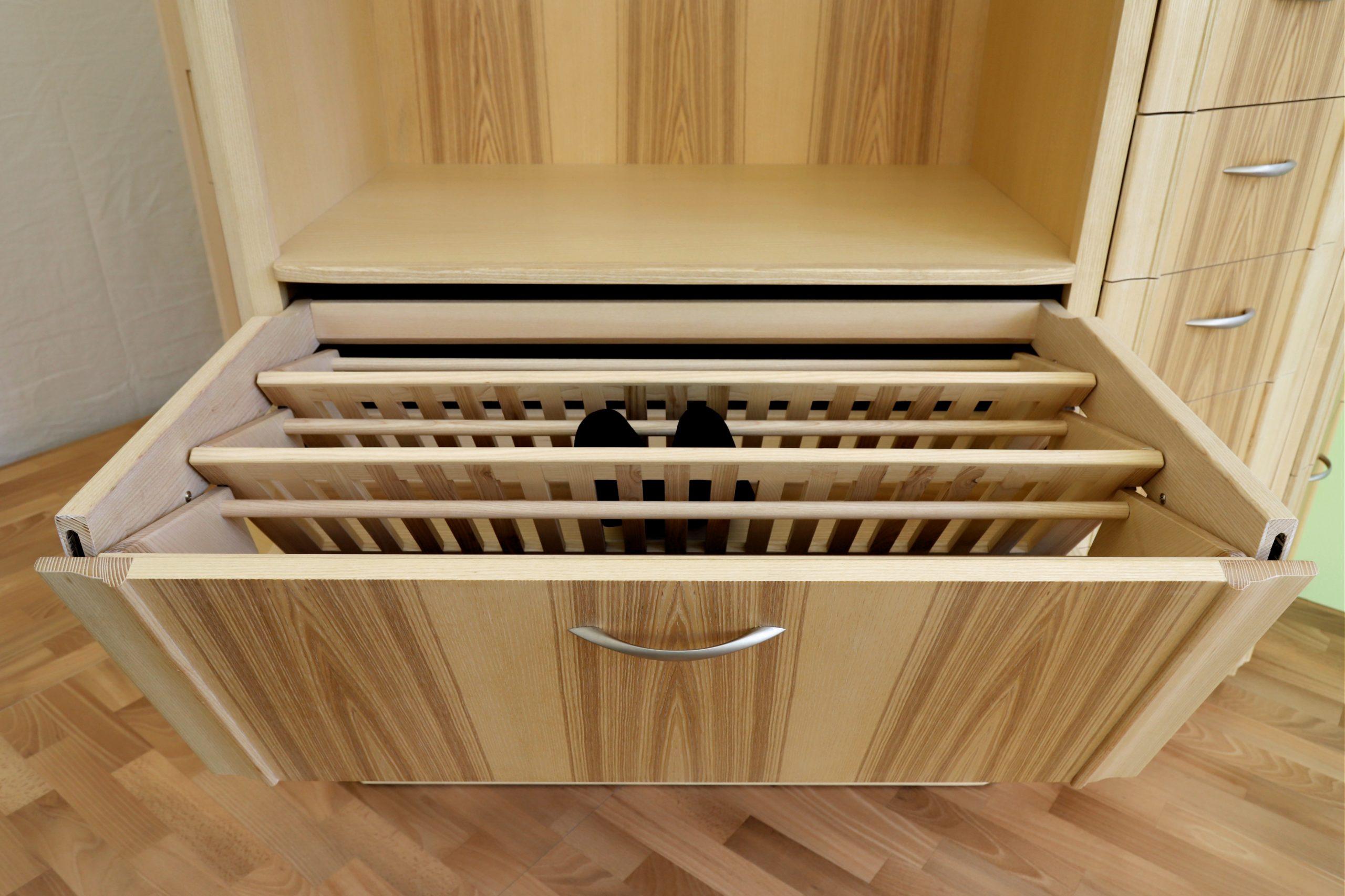 Garderoberschrank 1